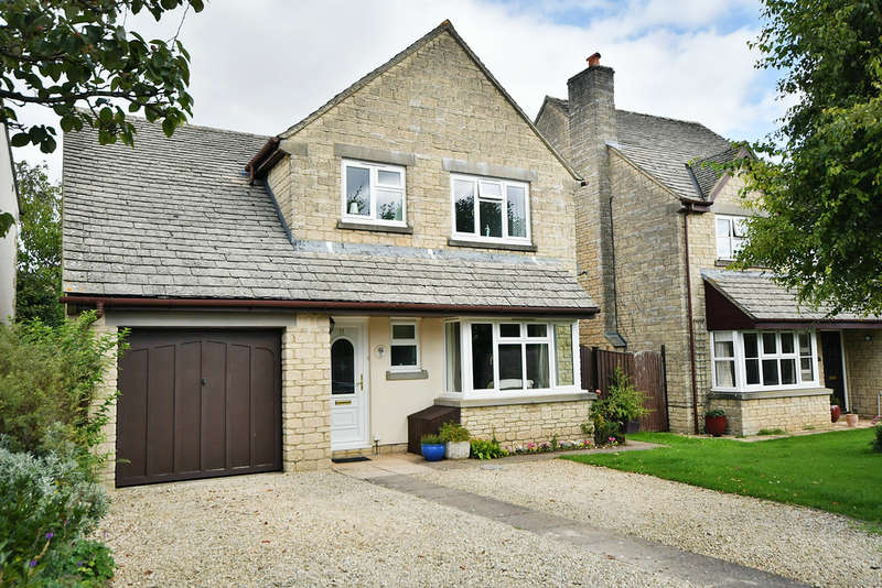 5 Bedrooms Detached House for sale in St. Marys Drive, Fairford