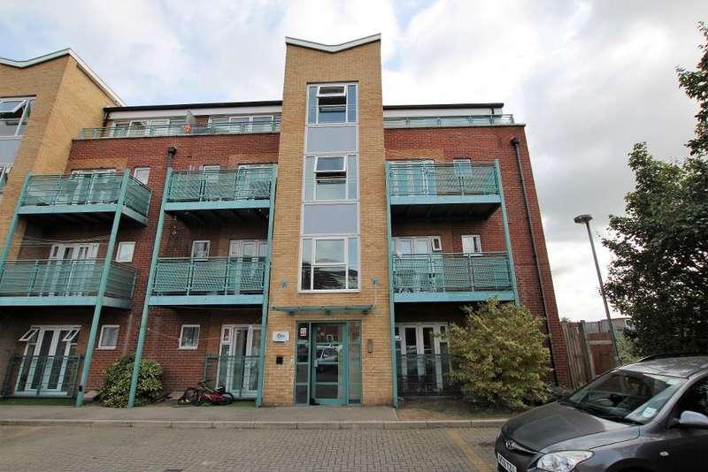 2 Bedrooms Flat for sale in Rivington Court, St Marks Place, Dagenham, Essex, RM10 8GJ
