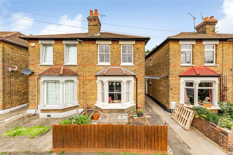 3 Bedrooms Semi Detached House for sale in Honiton Road, Romford, RM7