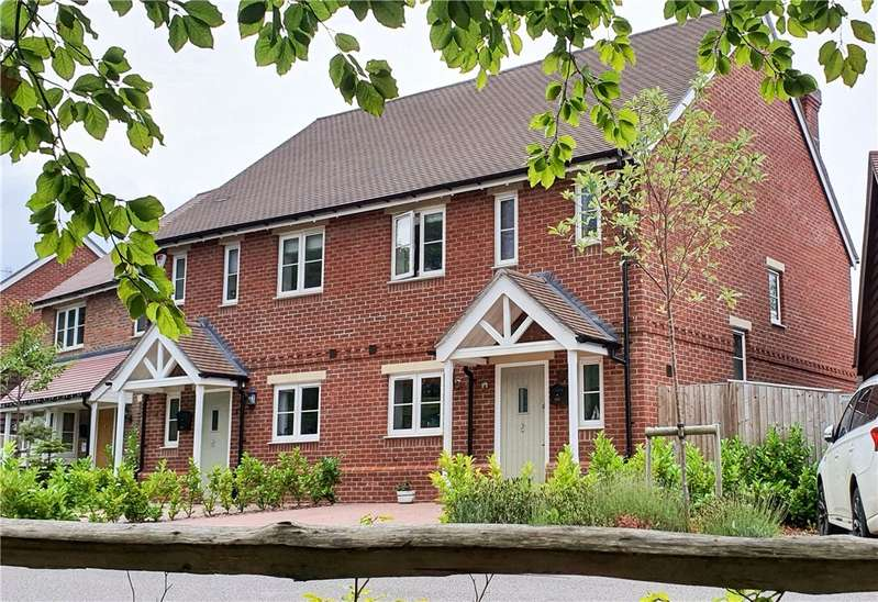 3 Bedrooms Semi Detached House for sale in Monteagle Gardens, Yateley, GU46