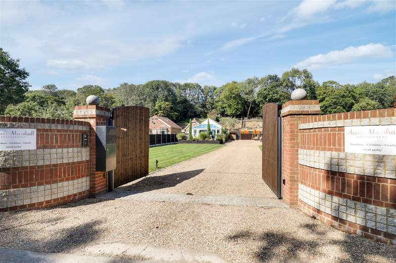 4 Bedrooms Chalet House for sale in Maidstone Road, Danaway, Borden