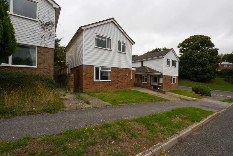 5 Bedrooms Detached House for sale in Westerham Close