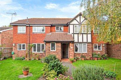1 Bedroom Flat for sale in Chartwell Drive, Farnborough Village