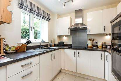 2 Bedrooms Flat for sale in Willoughby, Bourton The Water, Cheltenham, Glos