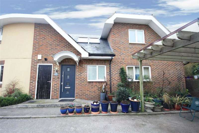 3 Bedrooms House for sale in County Gate, New Barnet, Hertfordshire