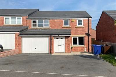 3 Bedrooms House for rent in Mitchells Terrace, Wombwell, S73.