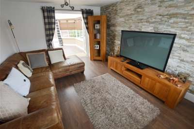 4 Bedrooms Detached House for rent in Rotherham Road, Dinnington, Sheffield, S25