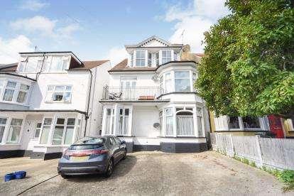 2 Bedrooms Flat for sale in Westcliff-On-Sea, Essex