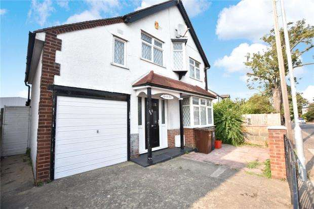 4 Bedrooms Detached House for sale in Old Road, Clacton-on-Sea, Essex