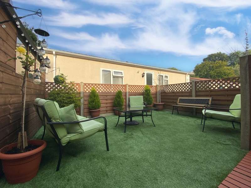 2 Bedrooms Park Home Mobile Home for sale in Woodlands Residential Park, Treharris
