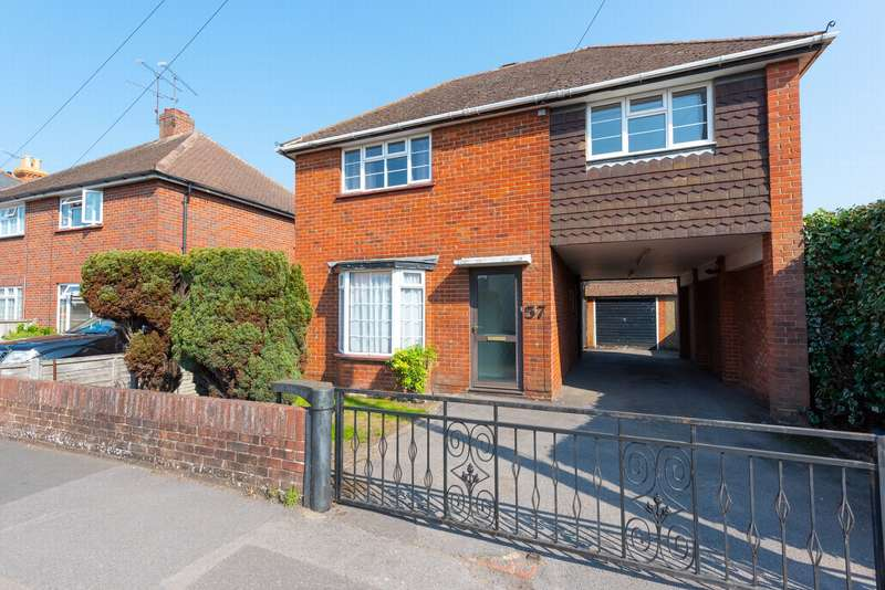 4 Bedrooms Detached House for sale in Park Road, Farnborough, GU14