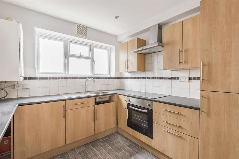2 Bedrooms Flat for sale in Melville Road, Rainham, RM13 9TZ
