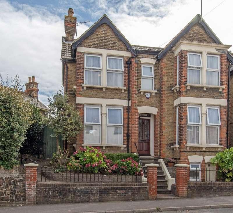 3 Bedrooms Detached House for sale in Ospringe Road, Faversham, Kent, ME13