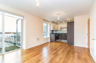 2 Bedrooms Flat for sale in The Boathouse, Ocean Drive, Gillingham, Kent