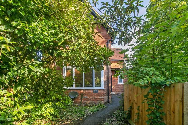 2 Bedrooms Ground Flat for sale in Romsey Road, Winchester, SO22