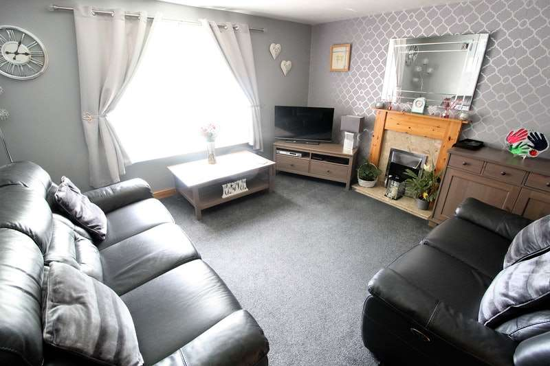 3 Bedrooms Terraced House for sale in Hill Top Crescent, Waterthorpe, Sheffield, South Yorkshire, S20