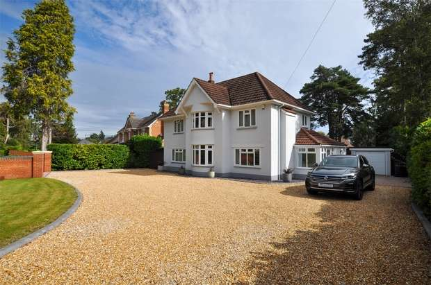 4 Bedrooms Detached House for sale in Dudsbury Avenue, FERNDOWN, Dorset