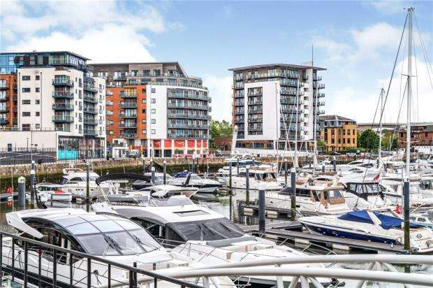 2 Bedrooms Apartment Flat for sale in Sirocco, 33 Channel Way, Southampton