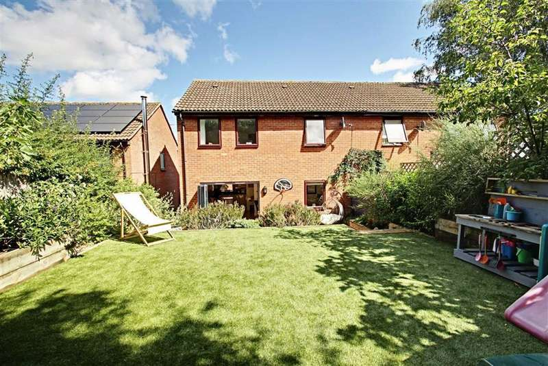 4 Bedrooms Semi Detached House for sale in Priory Gardens, Berkhamsted