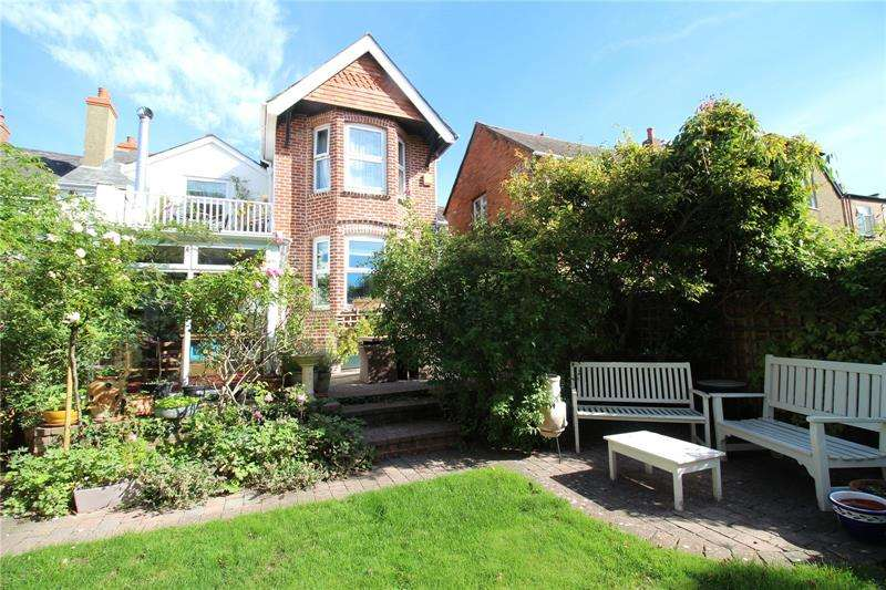 4 Bedrooms House for sale in High Street, Milford on Sea, Lymington, Hampshire, SO41