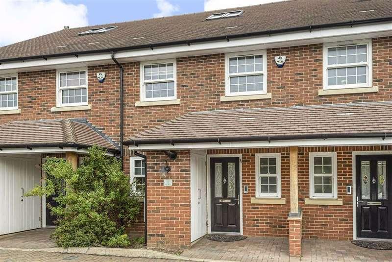 3 Bedrooms House for sale in Battlers Green Drive, Radlett, Hertfordshire