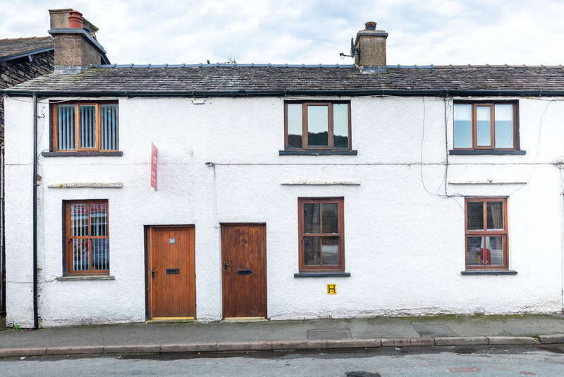 3 Bedrooms Terraced House for sale in 18 Main Street, Staveley, Kendal, Cumbria LA8 9LN