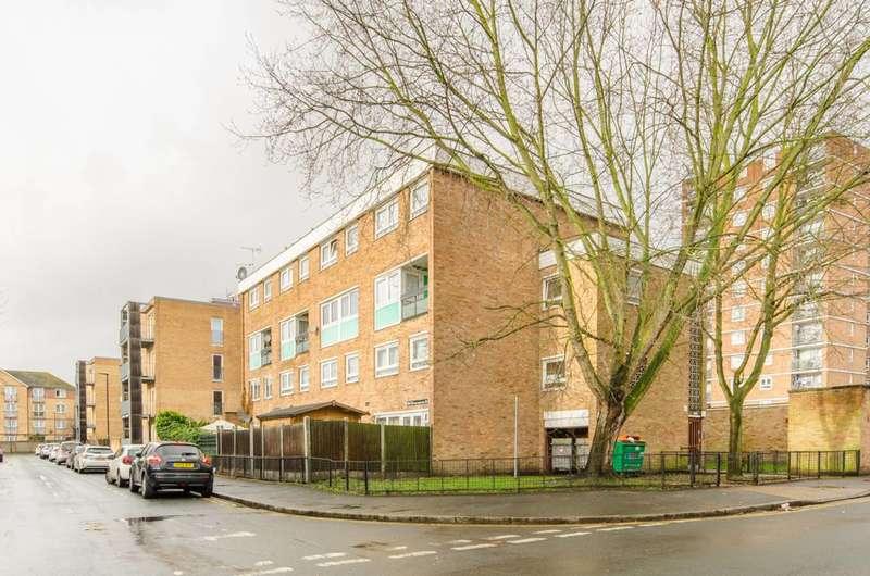 3 Bedrooms Maisonette Flat for sale in Walton Road, Manor Park, E12