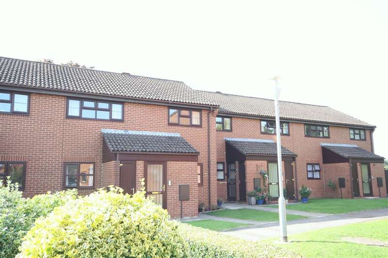 2 Bedrooms Apartment Flat for sale in Rookwood View, Waterlooville
