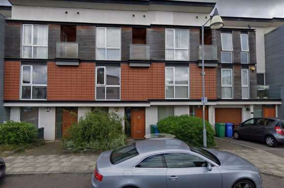 3 Bedrooms Property for sale in Stadium Drive, Manchester