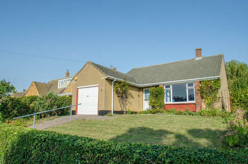 3 Bedrooms Detached Bungalow for sale in Broadmead, Hitchin, Hertfordshire, SG4
