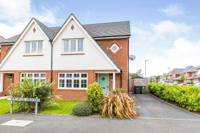 3 Bedrooms Semi Detached House for sale in Wentwood Crescent, Leyland, Lancashire, PR25