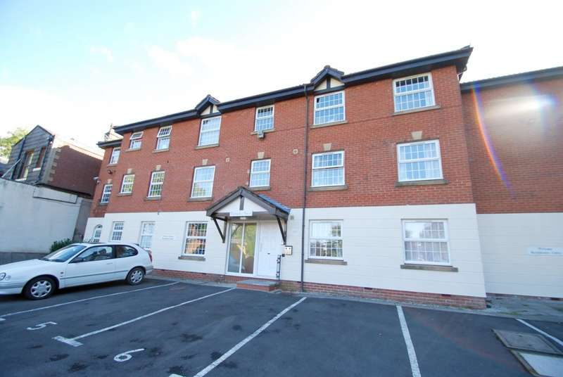 2 Bedrooms Flat for sale in Walmersley Road, Bury