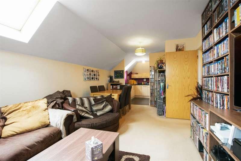 2 Bedrooms Flat for sale in Cochrane Drive, Dartford, Kent, DA1 2GE