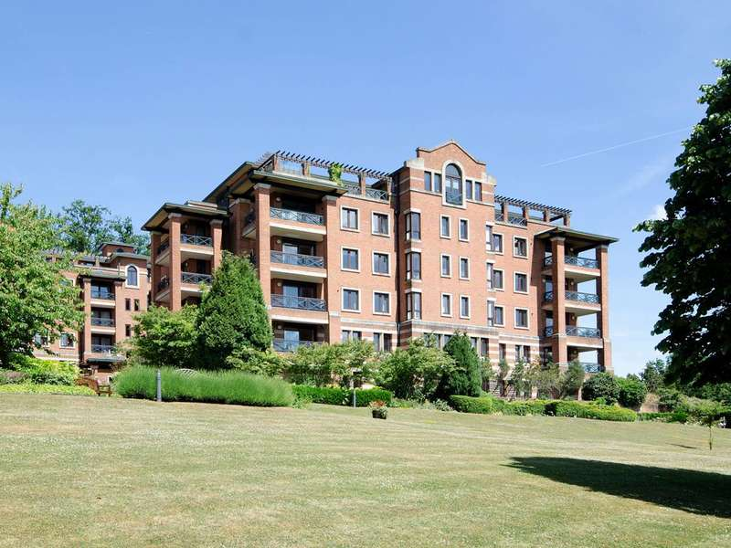 3 Bedrooms Flat for rent in Sudbury Hill, Harrow on the Hill, HA1