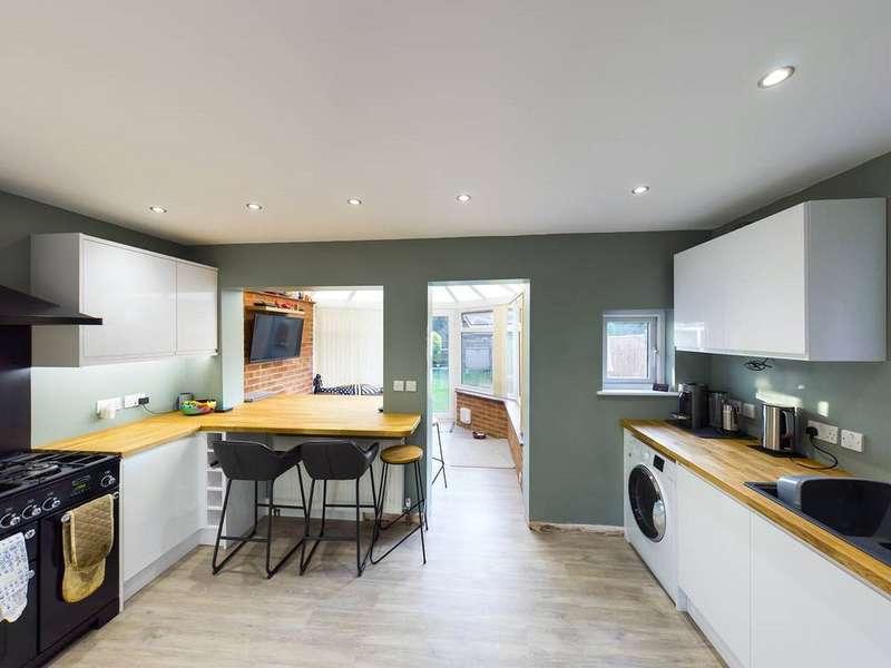 2 Bedrooms Property for sale in Hilden Park Road, Hildenborough, Tonbridge