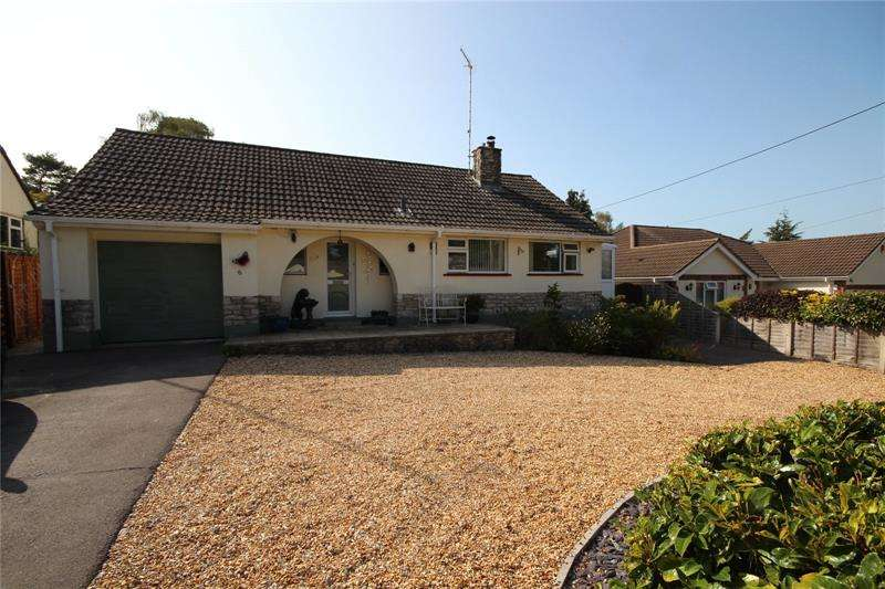 2 Bedrooms Bungalow for sale in Woodlands Way, St. Ives, Ringwood, Hampshire, BH24
