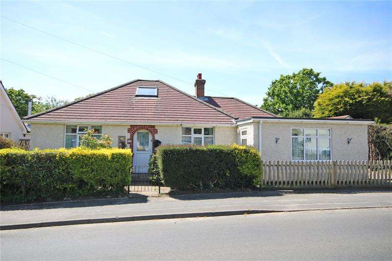 4 Bedrooms Bungalow for sale in Everton Road, Hordle, Lymington, Hampshire, SO41