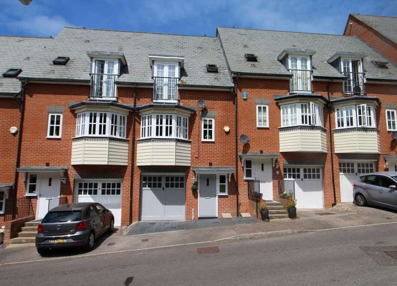 3 Bedrooms Terraced House for sale in Greensleeves Drive, Brentwood