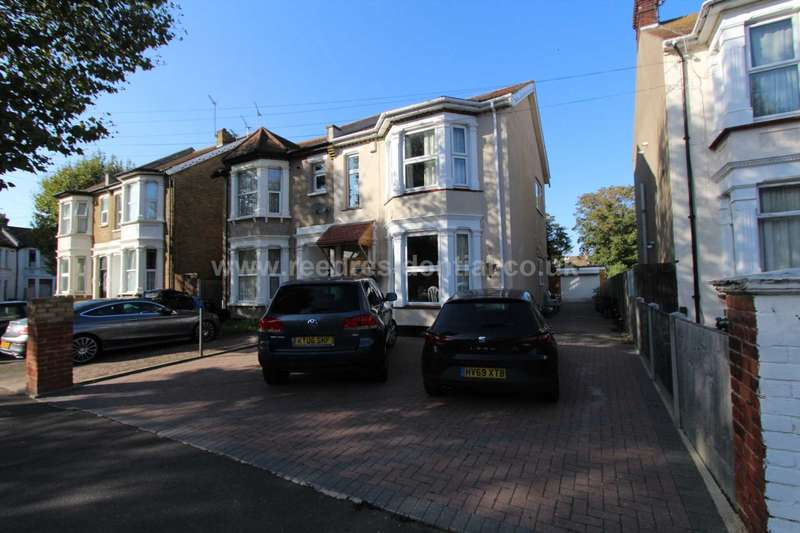 5 Bedrooms Semi Detached House for sale in Kilworth Avenue, Southend On Sea