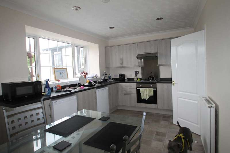 4 Bedrooms Flat for rent in Kilmarnock Road, Crosshouse