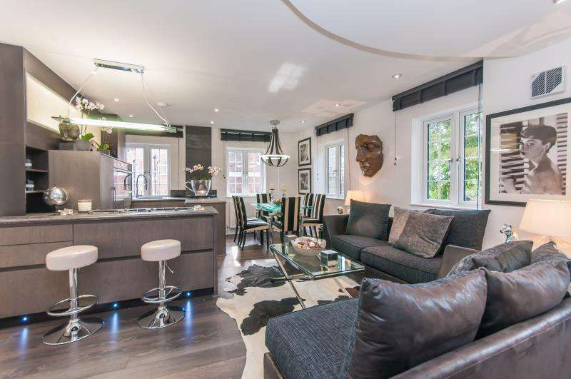 2 Bedrooms Flat for sale in The Mount, London, NW3