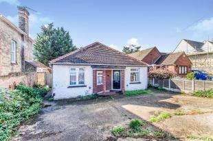 3 Bedrooms Bungalow for sale in London Road, Sittingbourne, Kent