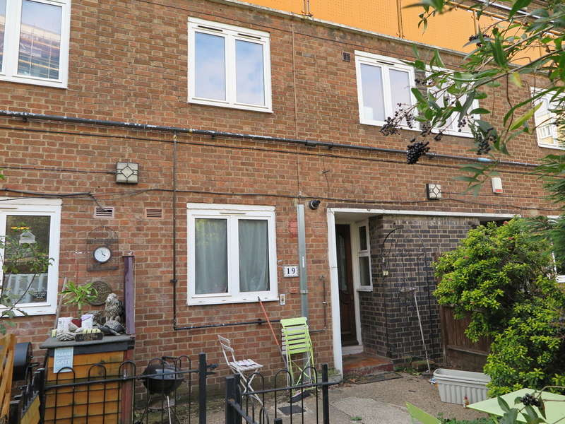 3 Bedrooms Ground Maisonette Flat for rent in Slippers Place, Bermondsey, London