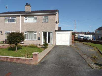 3 Bedrooms Semi Detached House for sale in Glanrafon Estate, Bontnewydd, Caernarfon, LL55