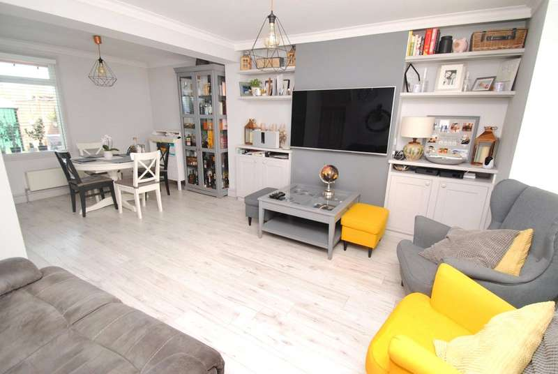2 Bedrooms Terraced House for sale in West Road, South Ockendon, Essex, RM15