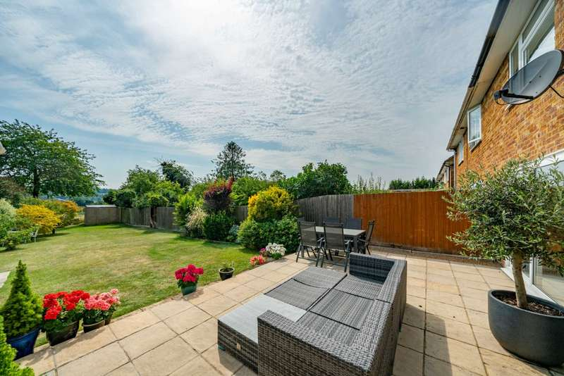 3 Bedrooms Semi Detached House for sale in Prince Park, Hemel Hempstead