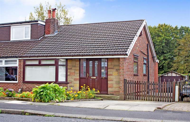 3 Bedrooms Semi Detached Bungalow for sale in Chetwyn Avenue, Bromley Cross, Bolton