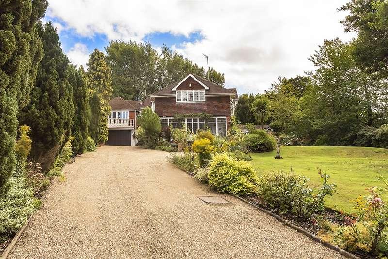 5 Bedrooms Detached House for sale in Aldenham Grove, Radlett