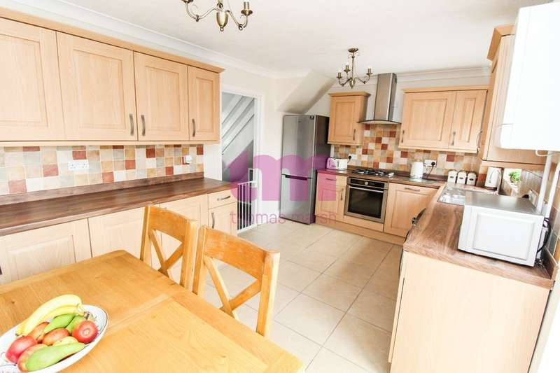 3 Bedrooms Terraced House for sale in May Court, Little Thurrock