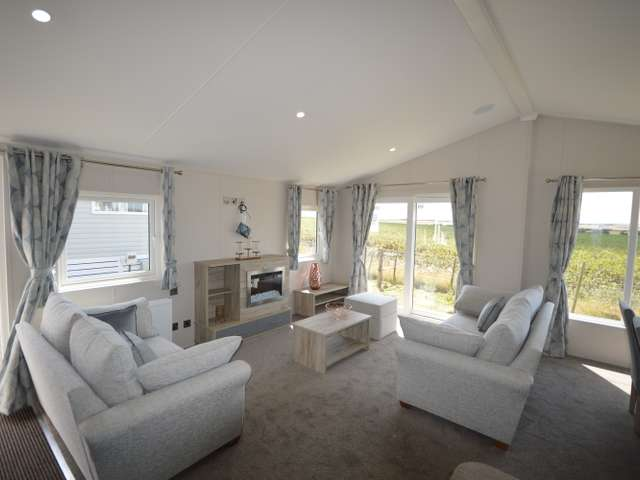 3 Bedrooms Lodge Character Property for sale in Harts, Isle of Sheppey